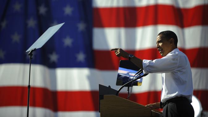 Kandidat presiden dari Partai Demokrat AS Senator Illinois Barack Obama berbicara dalam sebuah kampanye di Western Gateway Park di Des Moines, Iowa, 31 Oktober 2008. (AFP Photo/Emmanuel Dunand)