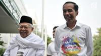 Pasangan bakal calon presiden dan wakil presiden Joko Widodo atau Jokowi (kanan) dan KH Ma'ruf Amin (kiri) tertawa saat tiba di RSPAD Gatot Subroto, Jakarta, Minggu (12/8). Keduanya menjalani tes kesehatan jelang Pilpres 2019. (Merdeka.com/Iqbal Nugroho)