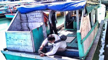 Pemeriksaan aspek kelaiklautan kapal dan sertifikatnya oleh tim Pasopati Kementerian Perhubungan