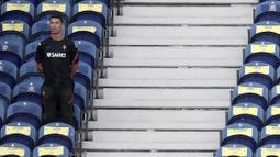 Bintang Juventus itu mengalami infeksi pada jari kakinya karena sengatan lebah. (AP/Miguel Angelo Pereira)