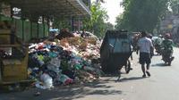 Tumpukan Sampah di TPSS Kesambi Kota Cirebon. (Foto Liputan6.com / Panji Prayitno)