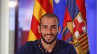 Kedatangan Aleix Vidal di Camp Nou mendapat sambutan dari fans FC Barcelona