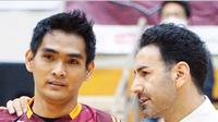 Rivan Nurmulki dan pelatih Nagano Tridents Ahmad Masajedi. (foto: Instagram @ahmadmasajedi_57)