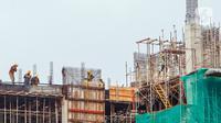 Suasana proyek pembangunan konstruksi LRT dan gedung bertingkat di Jakarta, Selasa (17/11/2020). Data IISA menunjukkan penurunan demand baja global hingga lebih dari 50 persen. (Liputan6.com/Angga Yuniar)