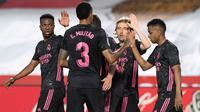 Real Madrid memetik kemenangan 4-1 atas Granada pada laga pekan ke-36 La Liga di Estadio Nuevo Los Carmenes, Jumat (14/5/2021) dini hari WIB. (AFP/JORGE GUERRERO)