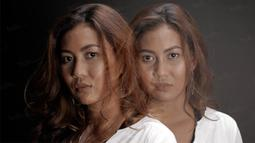 Dengan menggunakan teknik multi exposure Reina Saumi bergaya saat melakukan sesi foto di Kantor Redaksi Bola.com, Jakarta, Senin (31/10/2016). (Bola.com/Peksi Cahyo)