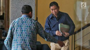 Menteri Energi dan Sumber Daya Mineral (ESDM), Ignasius Jonan meninggalkan gedung KPK usai menjalani pemeriksaan di Jakarta, Jumat (31/5/2019). Jonan mengaku menjelaskan tugas pokok dan fungsi (tupoksi) sebagai Menteri Energi dan Sumber Daya Mineral (ESDM) kepada penyidik. (Liputan6.com/Johan Tallo)