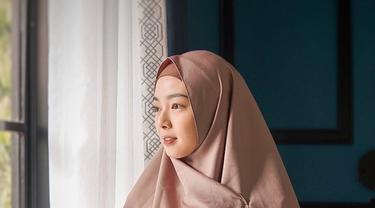 """Jadi, bukan hanya proses yang mendadak menikah dan langsung pakai hijab. """"Ya Alhamdulillah, keputusan ini kan diambil karena proses panjang"""" (Liputan6.com/IG/@lindswell_k)"""