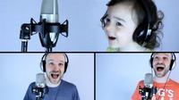 Seorang ayah dan putrinya yang berusia 3 tahun berduet menyanyikan lagu klasik 'Take On Me' dari A-Ha. Sumber: Mashable.com