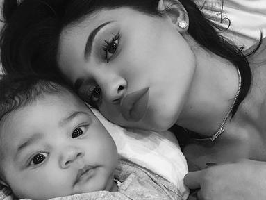 Kylie Jenner mulai terbuka mengenai kehidupannya sebagai ibu dalam sebuah wawancara. (instagram/kyliejenner)