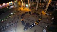 11 mobil mewah diparkir membentuk hati demi memikat hati sang kekasih.