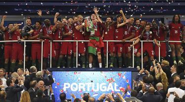 Portugal tergabung di dalam grup neraka, yaitu Grup F yang berpenghuni Jerman, Prancis, dan Hungaria. Perjuangan sulit mereka sejak awal akan menjadi ajang pembuktian bagi CR7 dan koleganya. Berikut alasan mengapa Portugal dapat diprediksi meraih juara Euro tahun ini. (Foto: AFP/Philippe Desmazes)