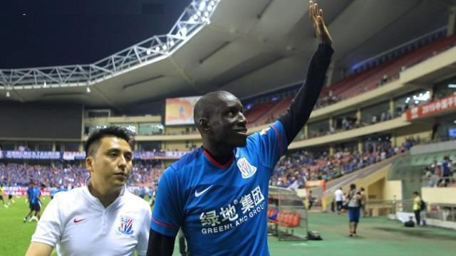 Demba Ba eks striker Chelsea mencetak gol keduanya dalam tempo empat hari setelah gabung Shanghai Shenhua di Liga Super Cina.