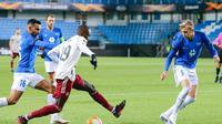Nicolas Pepe tampil sangat baik saat Arsenal mengalahkan Molde pada pertandingan Liga Europa 2020/2021, Jumat (27/11/2020) dini hari WIB. (Svein Ove Ekornesvåg / NTB / AFP)