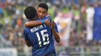 Rifaldi Bawuoh jadi satu di antara pahlawan Arema FC ketika menaklukkan Madura United 2-0 di Stadion Kanjuruhan, Malang, Jumat (8/11/2019). (Bola.com/Iwan Setiawan)
