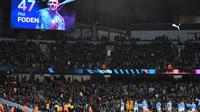 Papan skor menunjukkan gol gelandang Manchester City Phil Foden pada laga Piala FA melawan Port Vale di Etihad Stadium, Sabtu (4/1/2020) atau Minggu dini hari WIB. (AFP/Paul Ellis)