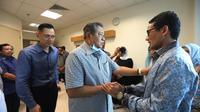 Sandiaga jenguk Ani Yudhoyono di Singapura. (Istimewa)