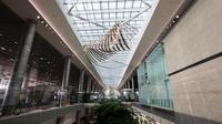 Sebagai salah satu bandara terbaik di dunia hingga saat ini, Bandara Changi kini memberikan kebebasan bermain di galeri seni kinetik. (Jewel Changi Airport)