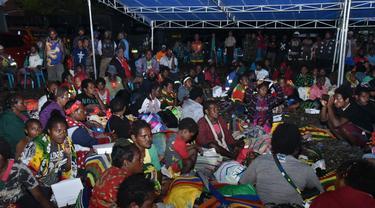 Warga Tembagapura yang mengungsi ke Timika karena takut oleh penembakan oleh kelompok kriminal bersenjata (KKB). (dok Polda Papua)
