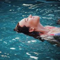 Berenang saat menstruasi/copyright: unsplash/haley phelps