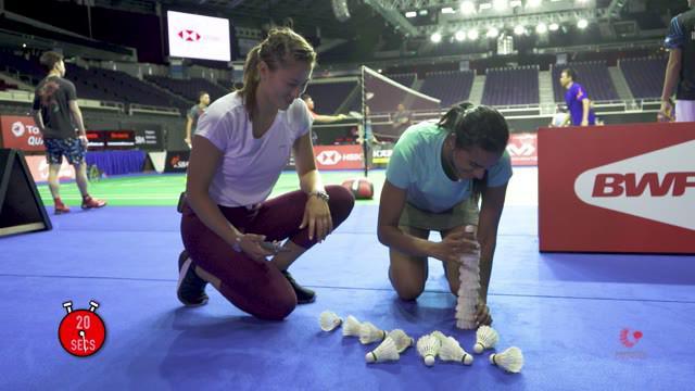 Berita video momen atlet badminton Australia, Gronya Somerville, menantang beberapa pebulu tangkis dunia, termasuk Kevin Sanjaya dan Marcus Gideon, untuk menyusun kok dalam waktu 20 detik pada 2019.