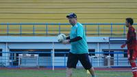 Pelatih Persib Robert Alberts ungkapkan alasan latihan digelar sore selama Ramadan. (Huyogo Simbolon)
