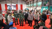 Kapolri, Panglima TNI dan Gubernur Sumsel meninjau vaksinasi Covid-19 di Komplek Pakri Palembang Sumsel (Dok. Humas Pemprov Sumsel / Nefri Inge)