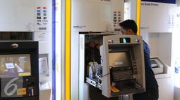 Bank Indonesia (BI) akan memberlakukan National Standard of Indonesia Chip Card Spesification (NSICCS) yang mengikat seluruh bank untuk beralih ke teknologi cip, Jakarta, Selasa (27/9). (Liputan6.com/Angga Yuniar)