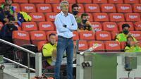Pelatih Barcelona, Quique Setien, merasa tak berada di bawah tekanan setelah timnya kembali bermain imbang di La Liga 2019-2020. (AFP/Lluis Gene)