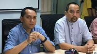 Tigorshalom Boboy (COO PT Liga Indonesia Baru) dan Risha Adi Wijaya (CEO PT Liga Indonesia Baru). (Bola.com/Benediktus Gerendo Pradigdo)