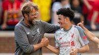 Striker muda Liverpool, Curtis Jones (kanan) saat bersama Jurgen Klopp (Jason Miller / GETTY IMAGES NORTH AMERICA / AFP)
