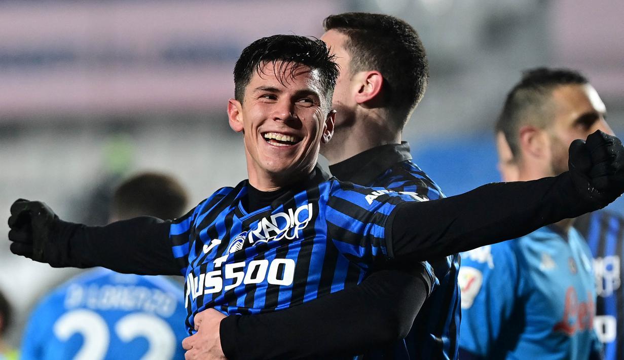 Gelandang Atalanta, Matteo Pessina melakukan selebrasi usai mencetak gol keduanya ke gawang Napoli dalam laga leg kedua semifinal Coppa Italia 2020/21 di The Azzurri d'Italia Stadium, Rabu (10/2/2021). Atalanta menang 3-1 atas Napoli. (AFP/Miguel Medina)