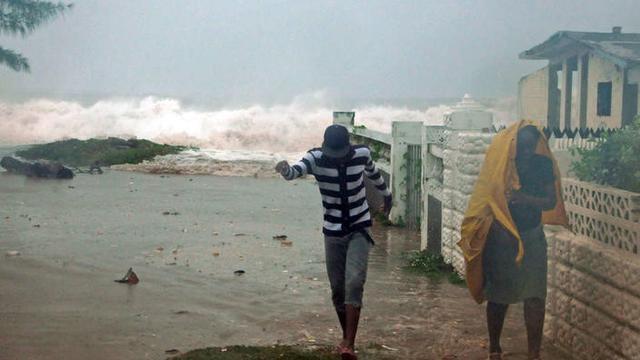 Badai Gilbert memporak prandakan Jamaika pada 1988 (AP/Collin Reid)