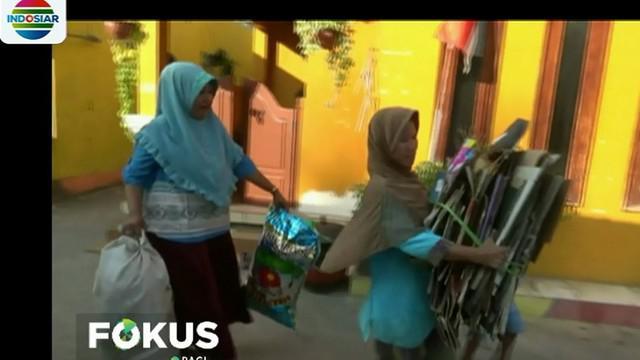 Warga mengaku, program bank sampah mereka jalani sejak dua tahun lalu dengan rata-rata penduduk desa berprofesi sebagai nelayan.