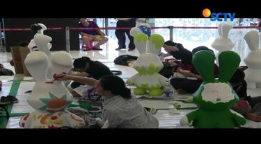 Beragam cara dilakukan untuk menyambut Minggu Paskah. Di Palangka Raya, warga berziarah ke makam keluarga. Sementara di Ibu Kota, sejumlah mahasiswa antusias mengikuti lomba mewarnai patung kelinci Paskah.