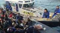 Penumpang kapal yang diselamatkan KP Baladewa 5006 (Foto: Batamnews.co.id)