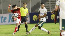 Tak lain dan tak bukan adalah Kadek Agung, pemain Bali United ini mengawal lini tengah Timnas Indonesia. Kontribusi besar ketika melepaskan tembakan dari luar kotak penalti yang berubah menjadi gol pertama bagi Timnas Indonesia. (Foto: Bola.com/M. Iqbal Ichsan)