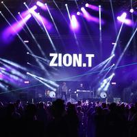 Zion.T tak sangka sambutan fans Indonesia di Gudfest begitu meriah. (Daniel Kampua/Fimela.com)