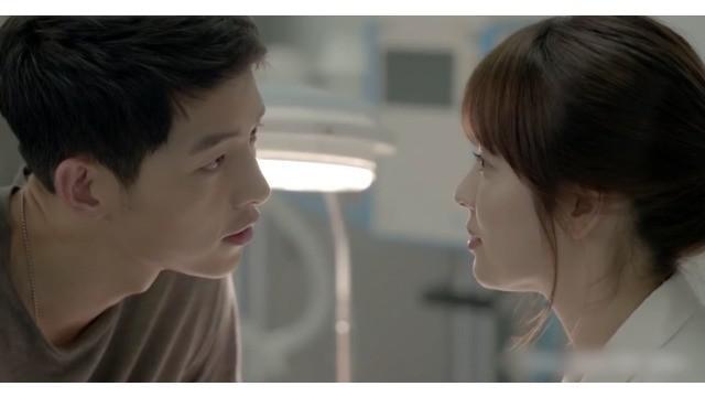 Song Joong Ki dan Song Hye Kyo tampak memesona saat beraksi di KDrama Descendants of the Sun. Seperti apa ceritanya? Saksikan hanya di Starlite!