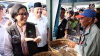 Menkeu Sri Mulyani tersenyum saat menyapa nasabah pembiayaan Ultra Mikro (UMi) Pusat Investasi Pemerintah Kementerian Keuangan di Belawan, Medan, Sumatera Utara, Selasa (16/1/). UMi implementasi dari Trisakti dan Nawacita. (Liputan6.com/Reza Efendi)