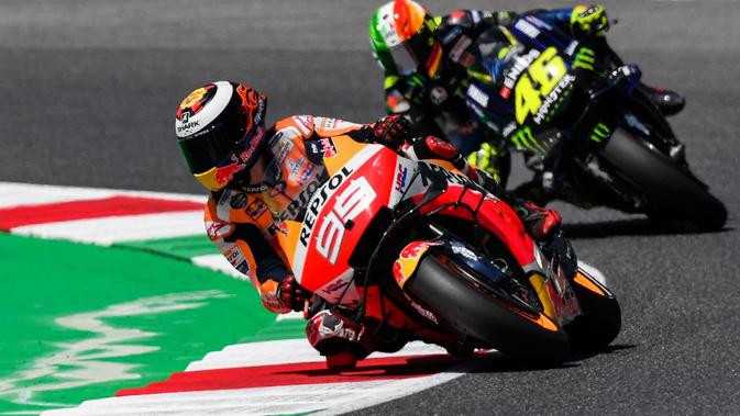 Pembalap Repsol Honda, Jorge Lorenzo, mengaku belum sepenuhnya nyaman dengan setelan motornya. (AFP/Tiziana Fabi)