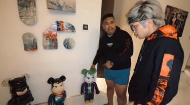 Ajudan Pribadi koleksi mainan mahal di dalam apartemennya (YouTube Atta Halilintar)