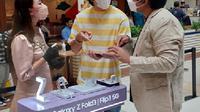 Vino G Bastian datang ke consumer launch Galaxy Z Fold3 dan Z Flip3 di Kota Kasablanka, Jakarta.