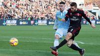 Proses gol Fabio Borini saat AC Milan menghancurkan SPAL 4-0, Sabtu (10/2/2018). (Serena Campanini/ANSA via AP)