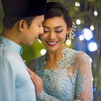 Whulandari Herman resmi bertunangan dengan pria asal Malaysia, Nik Ibrahim. (Instagram/shukryghanyphotography)