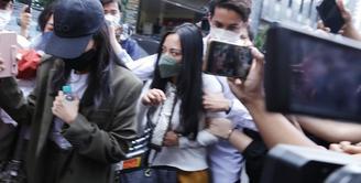 Rachel Vennya di Polda Metro Jaya ( KapanLagi.com/Muhammad Akrom Sukarya)
