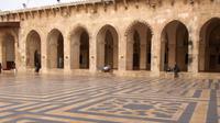 Mesjid Agung Aleppo kini hanya tinggal puing-puing dan meninggalkan permadani ubin yang luar biasa indahnya di dunia. (wikipedia)