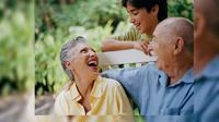 Banyak ditemui orang yang hidup bahagia di masa muda, bergelimang harta, tapi begitu menderita ketika di hari tua.