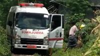 Tim Satgas Covid-19 Bulukumba menjemput pasien positf yang kabur dari RSUP Wahidi Sudirohusodo demi mengantar jenazah anaknya (Istimewa)