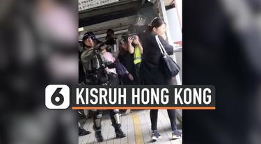 Rekaman polisi Hong Kong menyerang seorang Ibu yang diduga hamil mendadak viral setelah aktivis Pro-Demokrasi Joshua Wong mengunggahnya di media sosial.